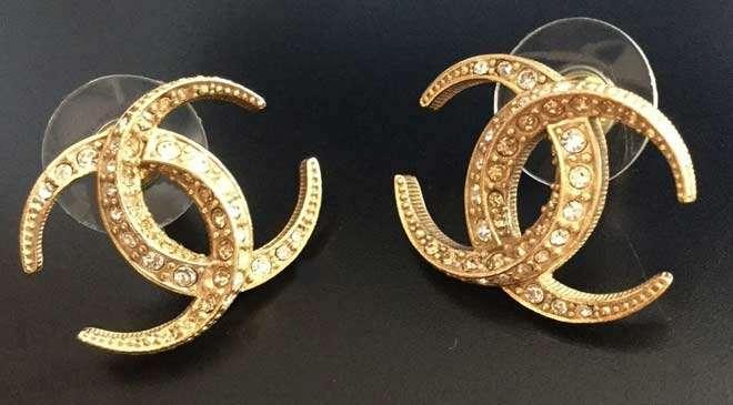 earrings shopping in Dubai